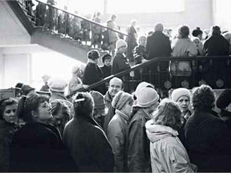 За чем в СССР стояли в самых больших очередях