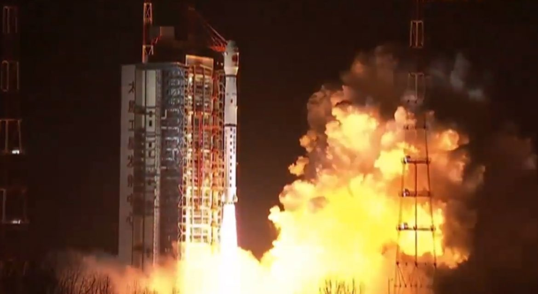 Китай запустил спутник для ретрансляции сигналов с обратной стороны Луны