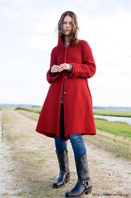 Вязание спицами - красное пальто с капюшоном