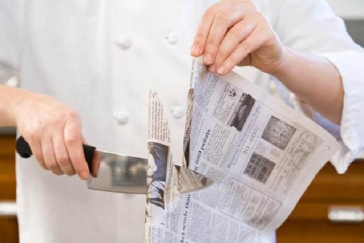 Японец показал весьма неожиданный способ, как быстро заточить ножи