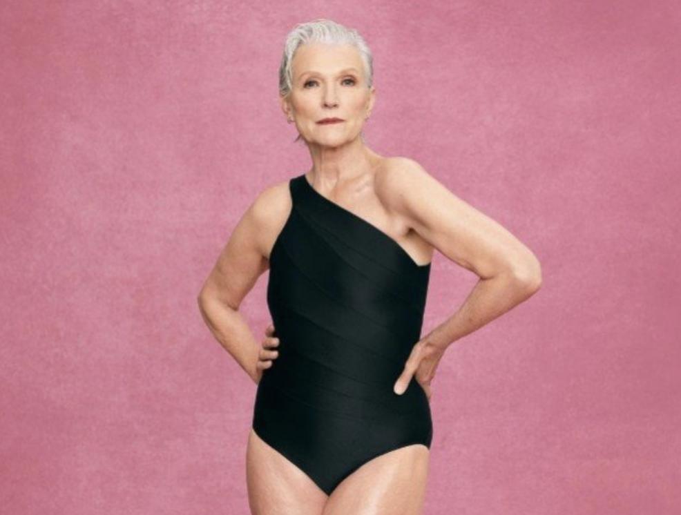73-летняя мама Илона Маска теперь рекламирует купальники