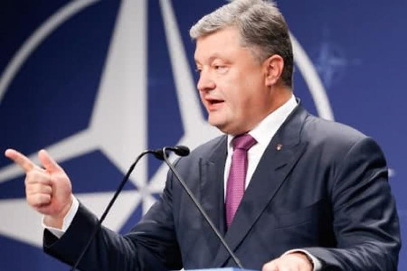 Петр Порошенко заявил, что украинские воины на Донбассе гибли за право Украины вступить в ЕС и НАТО, и потребовал закрепить это в Конституции