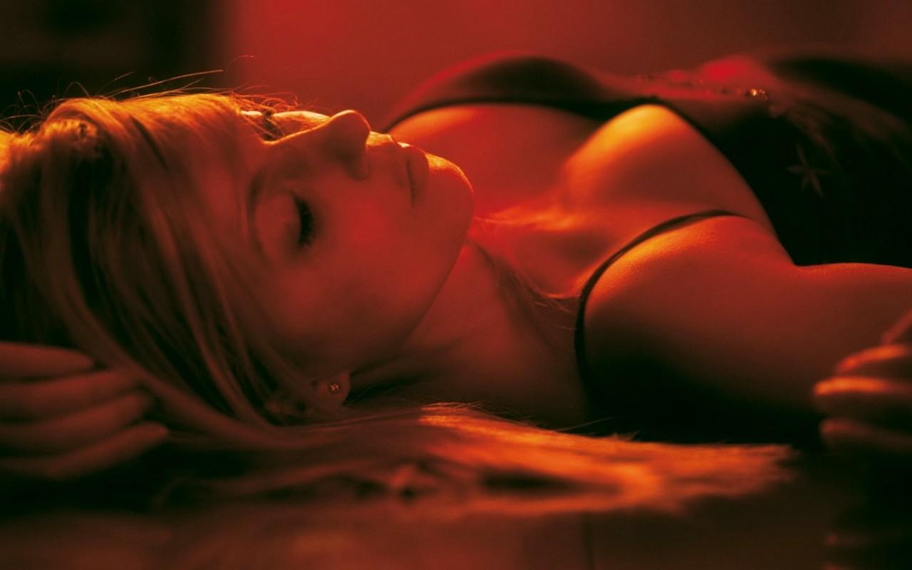 Чтобы узнать правду о своей женщине мужчина советует посмотреть в лицо ей спящей