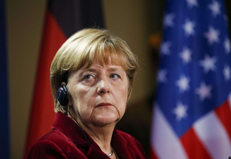 Меркель открывает глаза