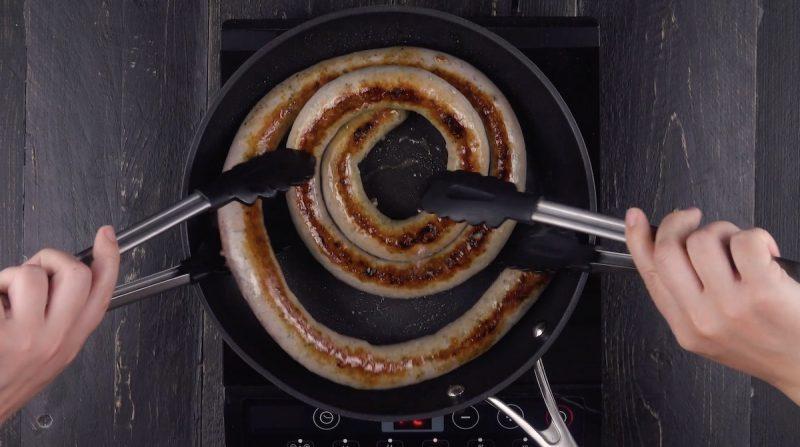 Оригинальный мясной пирог «С дымком» с колбасой и сыром. Простой и очень вкусный