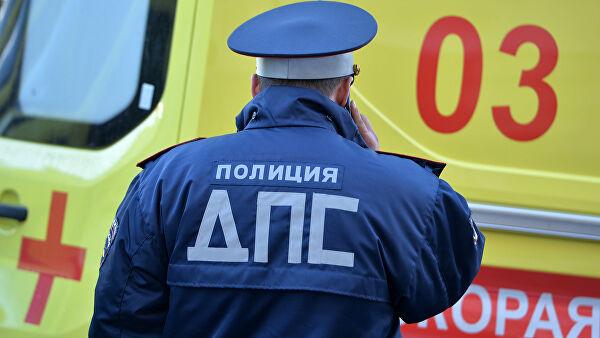 В Астрахани полуголый водитель сбил двух пешеходов, сообщил источник Лента новостей