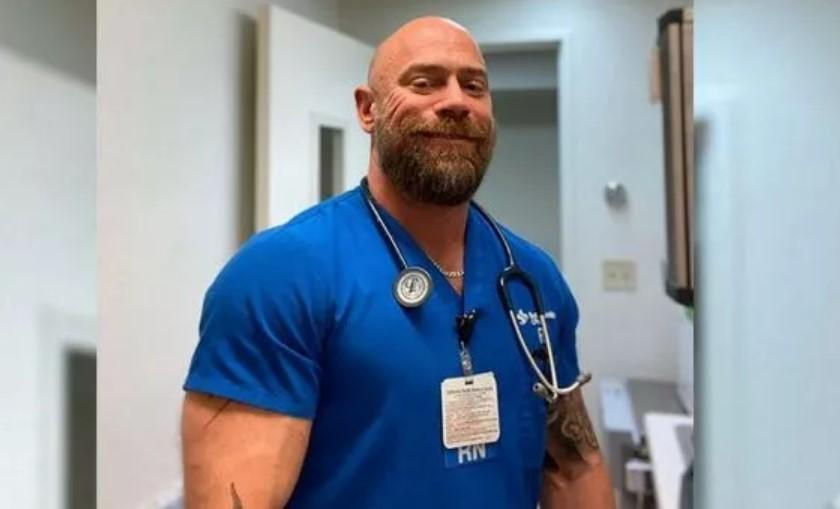 Медбрат-бодибилдер похудел на 23 кг после борьбы с коронавирусом