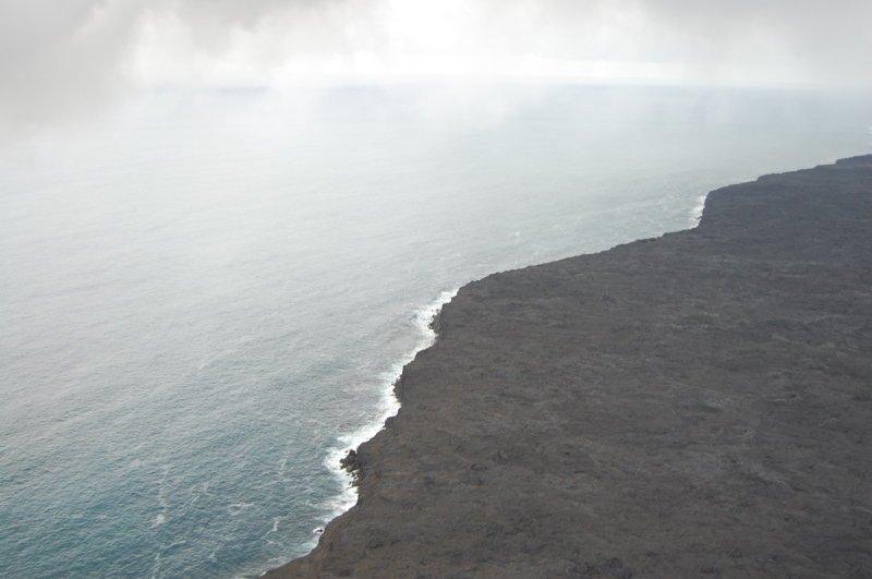 Весь берег образован лавовыми потоками америка, вулканы, гавайи, пейзажи, природа, путешествия