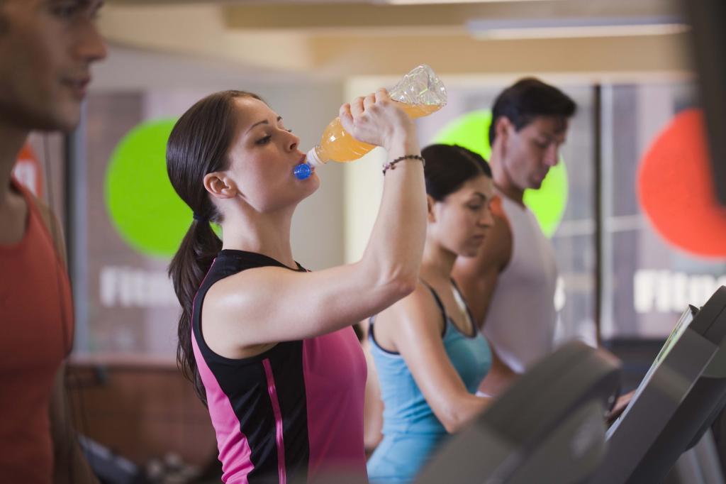 Чем больше пьем, тем сильнее потеем? Все, что нужно знать о воде и занятиях спортом