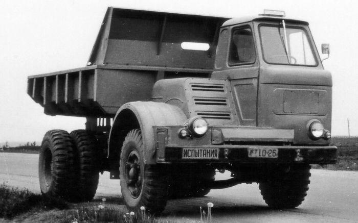 На деле такая кабина требовало ненамного меньше металла, при этом была некомфортной и сложной в производстве. |  Фото: zr.ru