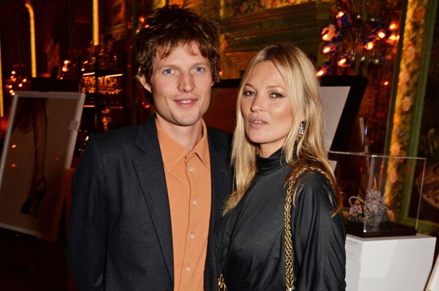 Кейт Мосс посетила благотворительный аукцион вместе со своим молодым бойфрендом