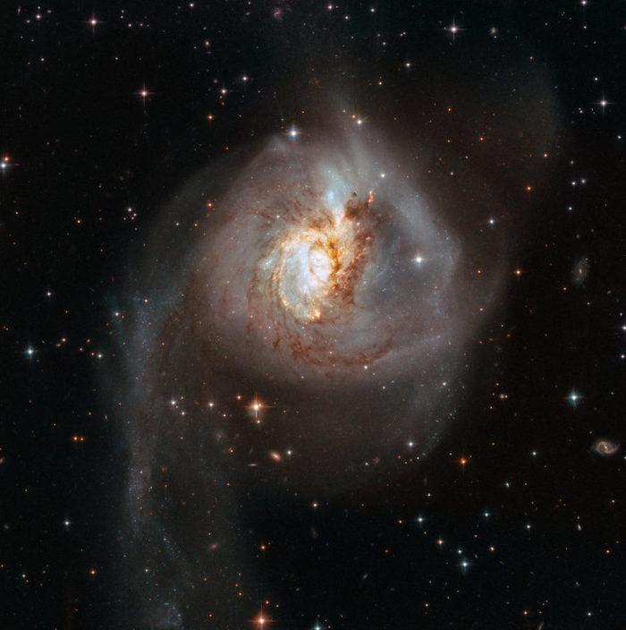 Космическое столкновение освещает тьму галактика, космос, телескоп Хаббл, видео, длиннопост
