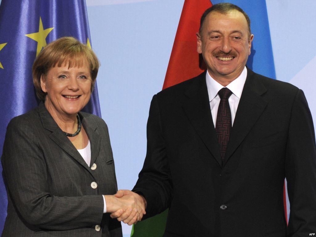Зачем Меркель решила покопаться на российском заднем дворе