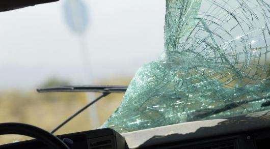 Как в случае аварии разбить стекло в машине. Практическое руководство