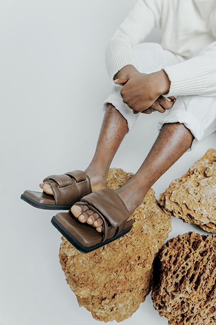 Яркие оттенки и оригинальная обувь: смотрим новые лукбуки российских и украинских брендов Лукбук