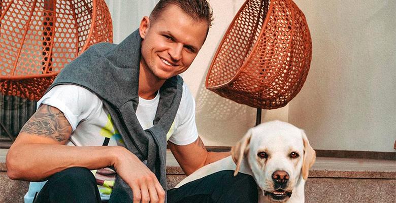 Футболист Дмитрий Тарасов ус…