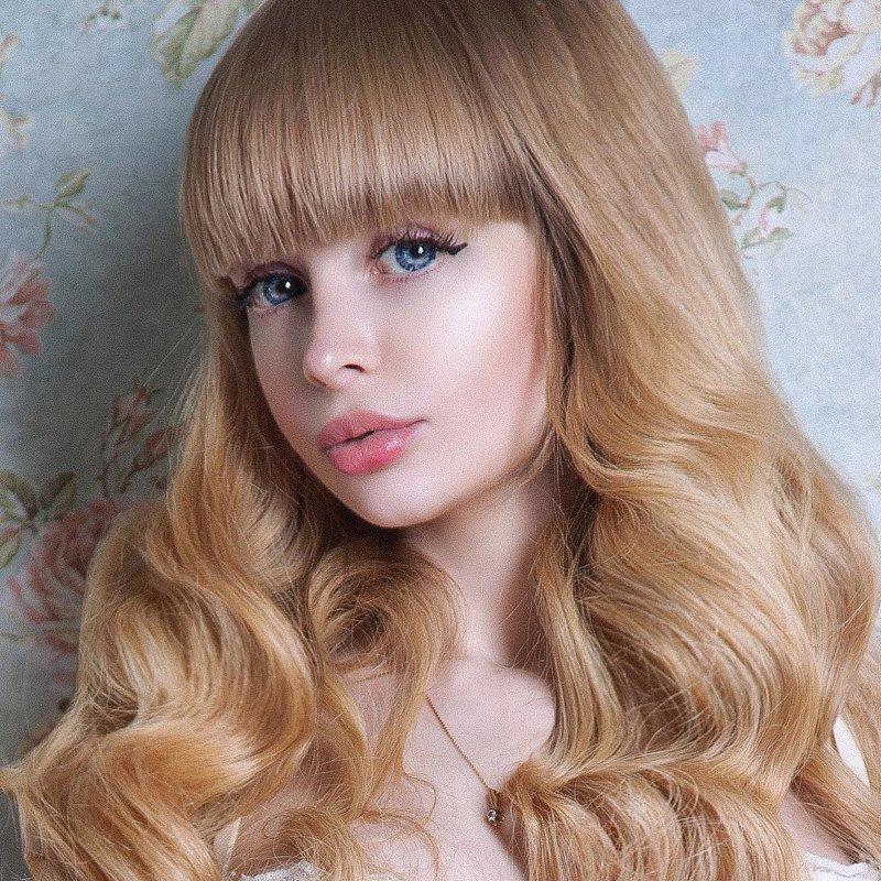 30-ти летняя Анжелика Кенова - русская Барби, модель, которая, по ее словам, с детства была воспитана мамой как кукла в окружении Барби и сказочных домиков принцессы теперь ведет свою жизнь исключительно как кукла женщины-куклы, живые Барби, знаменитости. как живут, интересное, что делают