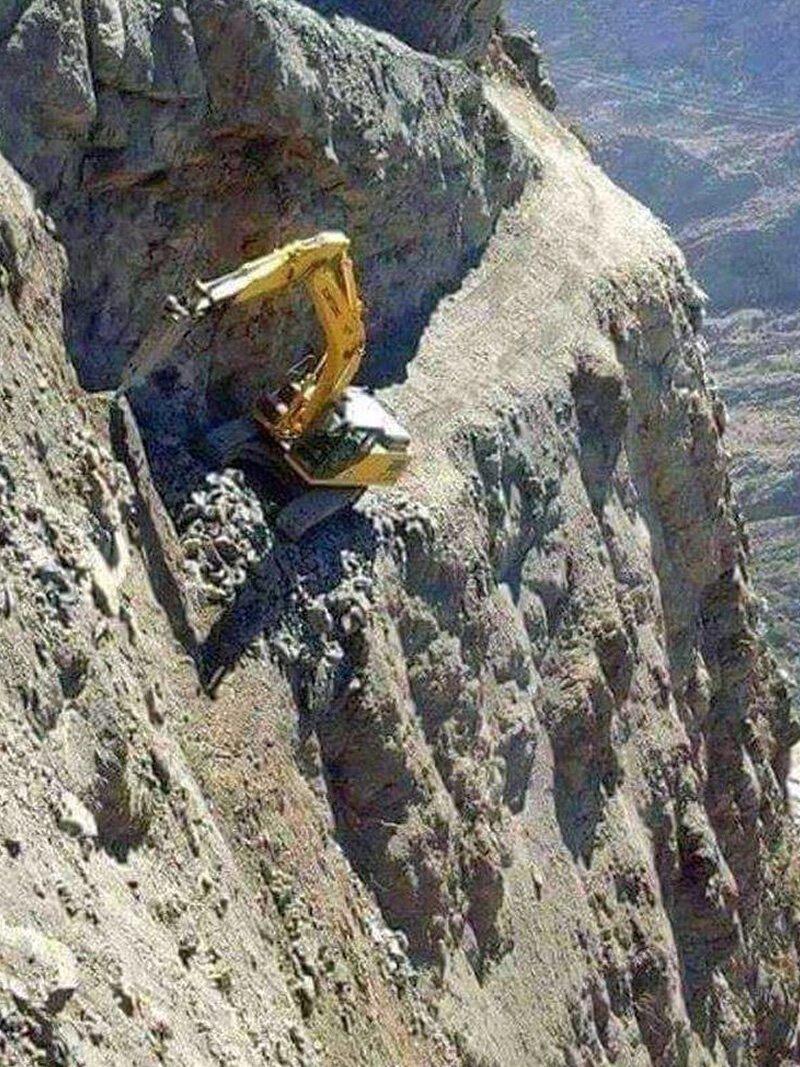 """25 примеров работы человека-""""крота"""", покорившего горы горы, интересное, красота, скалы, стройка, царь природы"""