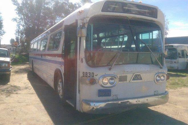 Женщине не хватало на квартиру и она нашла списанный автобус. За 6 месяцев он превратился в дом мечты Культура