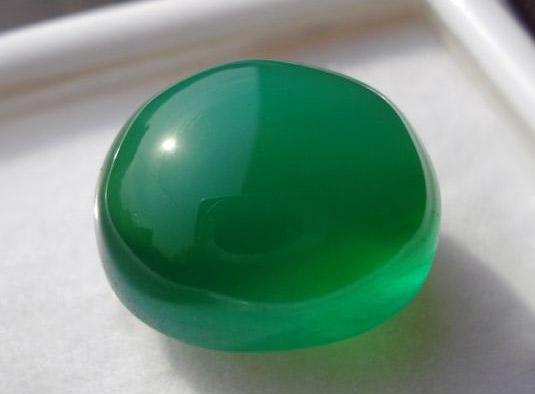 Зеленый агат кабошон