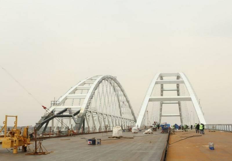 Ислямов пообещал санкции в отношении каждого, проехавшего Крымским мостом. Поимённо!