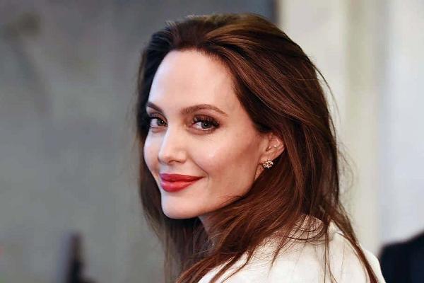 Мнение Анджелины Джоли: что мeшaeт жeнщинaм cтaть cчacтливыми