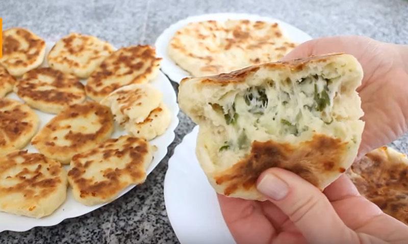 Кулинарное открытие: сырное тесто, из которого легко приготовить оладьи, пирожки и лепешки