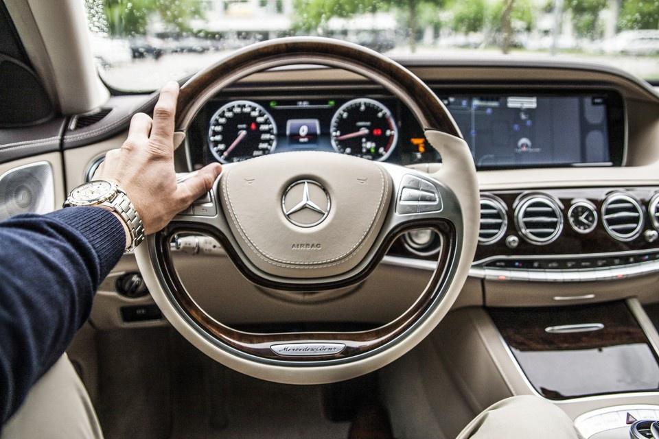 Mercedes отзывает из России …