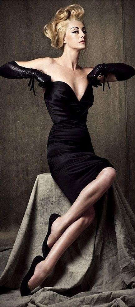 Символ безупречного вкуса на все времена — маленькое черное платье