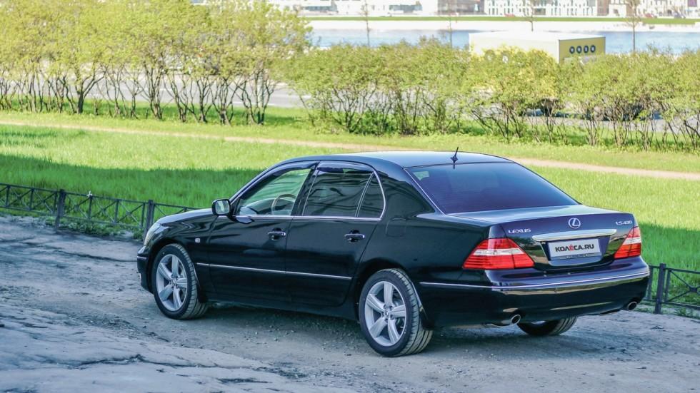 Lexus LS430 сзади (3)
