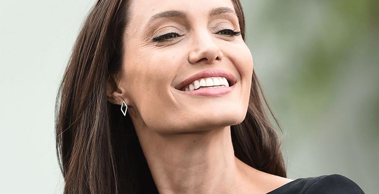 Анджелина Джоли потеряла тит…