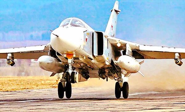 Фронтовой бомбардировщик Су-24М с двумя ПТБ-3000