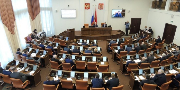 Депутаты Красноярского заксобрания прервут отпуск ради отмены повышения своих зарплат