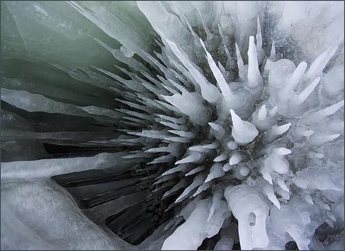 Ледяные колючки Байкала