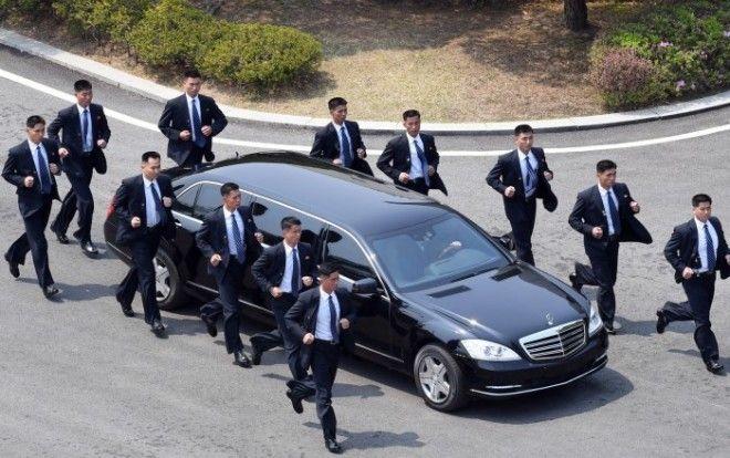 Бегущие телохранители Ким Чен Ына: кто сопровождает северокорейского лидера