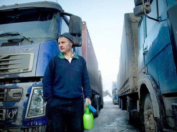 Украинский дальнобойщик о России - Всю жизнь с Россией бок обок жили, с какого нам Европа ближе стала