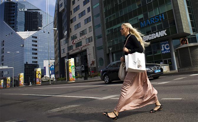 Эстонию от экономического краха теперь должна спасать Россия