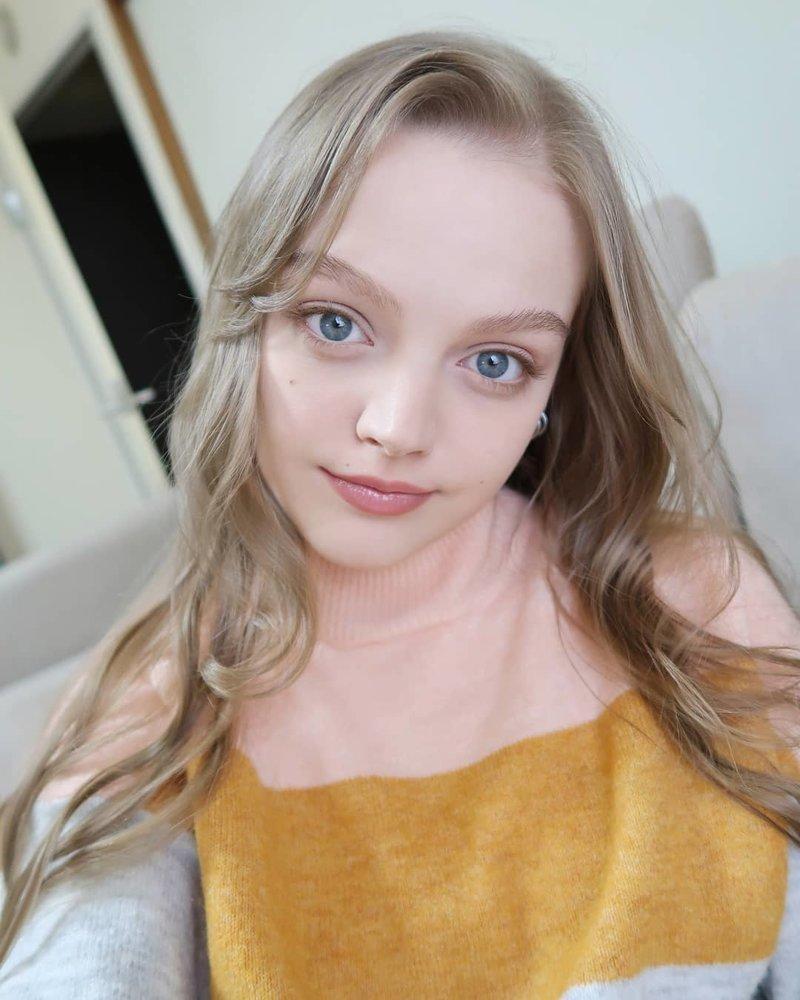 Сегодня эта 23-х летняя девушка остается в образе, имеет многочисленные контракты с модельными агентствами и зарабатывает на рекламе женщины-куклы, живые Барби, знаменитости. как живут, интересное, что делают