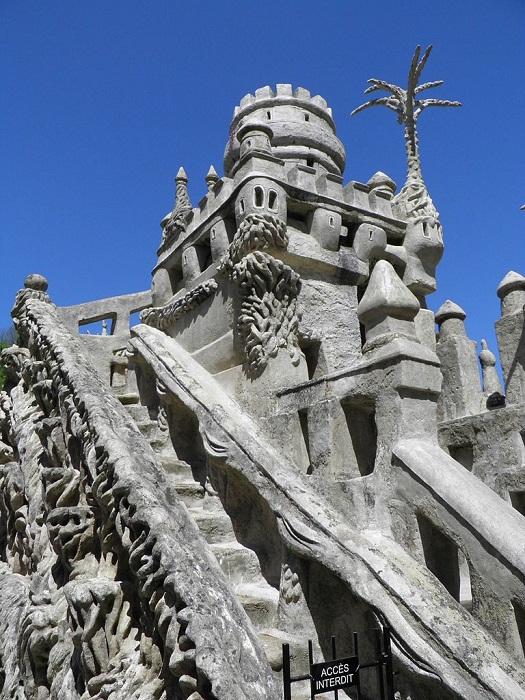 Оригинальная каменная лестница «Идеального дворца».