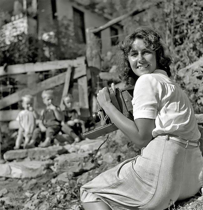 Фотограф Марион Пост Волькотт (Marion Post Wolcott) на задании в Кентукки, 1940 интересно, исторические кадры, исторические фото, история, ретро фото, старые фото, фото