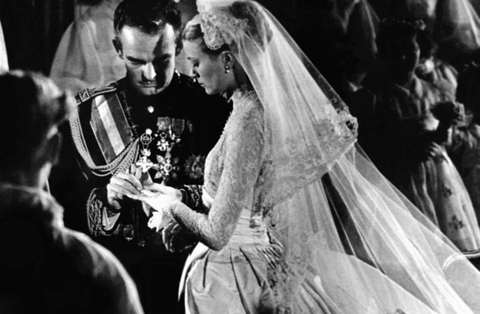 Шокирующий мезальянс: принцы и короли, которые женились на актрисах