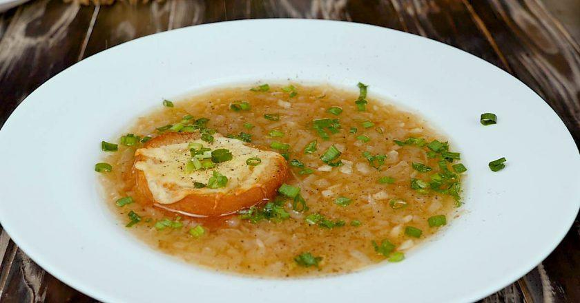 Как приготовить классический французский луковый суп
