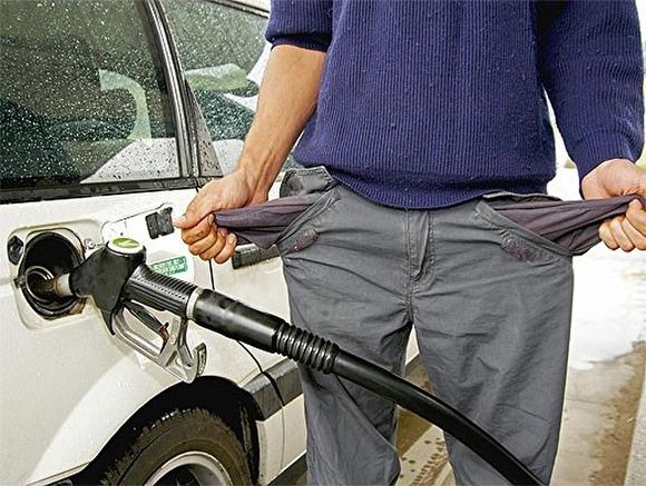 Нефтяники пообещали больше не задирать цены на бензин. Пока