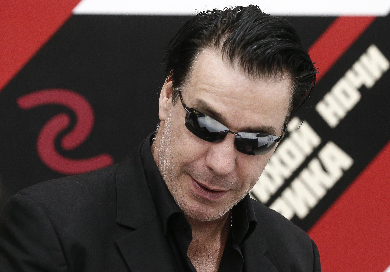 Лидер Rammstein предложил оплатить штраф жителю Беларуси за публикацию клипа музыканта rammstein,Тиль Линдеманн