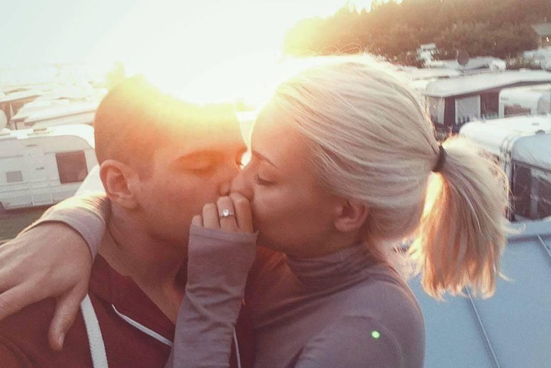 Поцелуи от блондинок фото пол