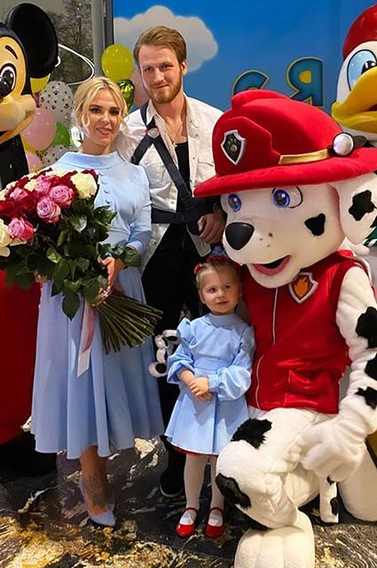 Заряд позитива на день: Пелагея поделилась новыми снимками с дочерью Таисией Звездные дети