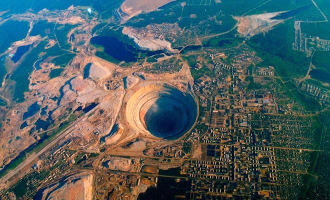 Якутский город живет с рядом с километровой дырой в земле, которую видно даже из космоса Культура