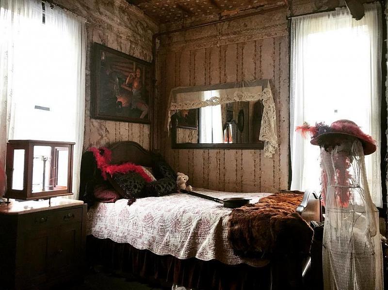 Старинный музей-бордель «Красный лук» на Аляске авиатур