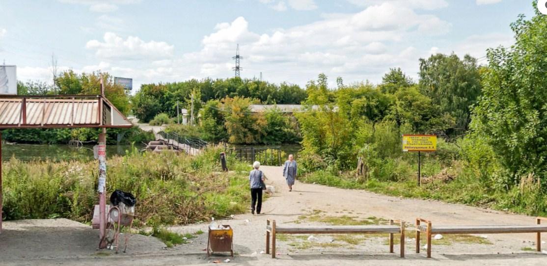 Тимуровцы на новый лад:В Челябинске подростки ршили своими силами сделать дорогу к понтонному мосту на ЧМЗ