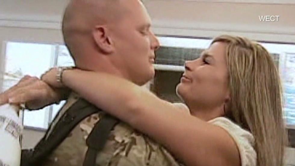 В ожидании мужа-военного из командировки девушка приготовила ему сюрприз - она похудела на 45 кг
